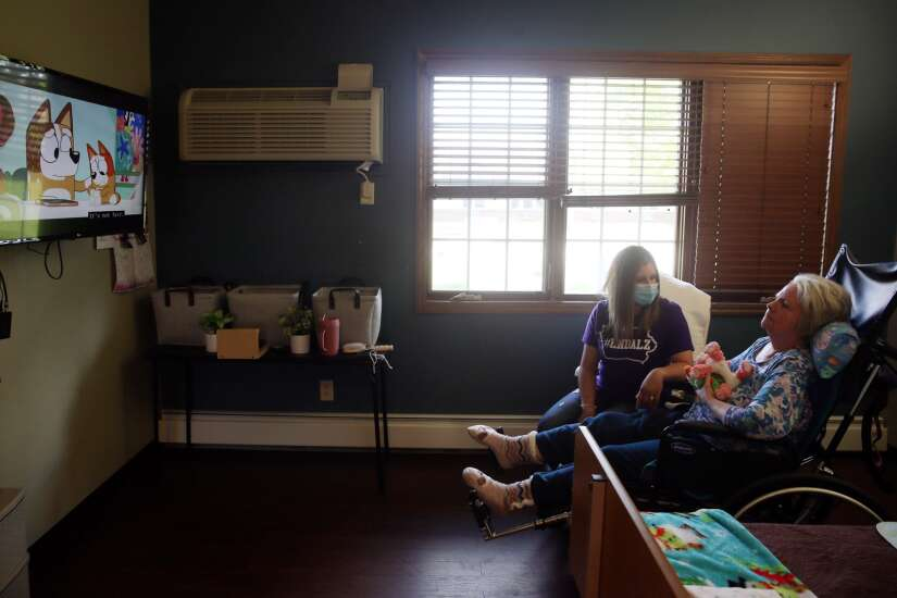Cedar Rapids woman honors her mother with dementia by being the mom she always looked up to