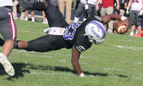 Iowa Wesleyan football scores quick, fades out
