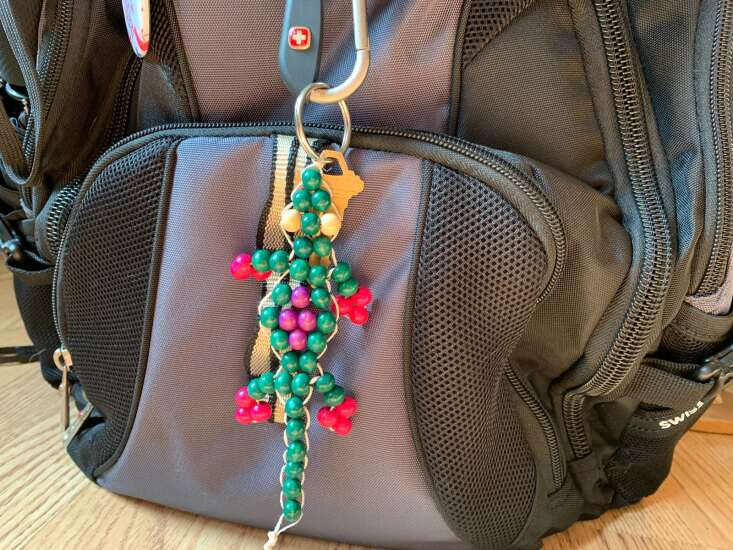 Channel your inner '90s kid to make this beaded lizard keychain