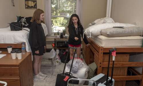 Iowa university students move in expecting more normal college experience