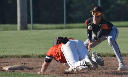 Washington, Fairfield each win 1 in baseball doubleheader