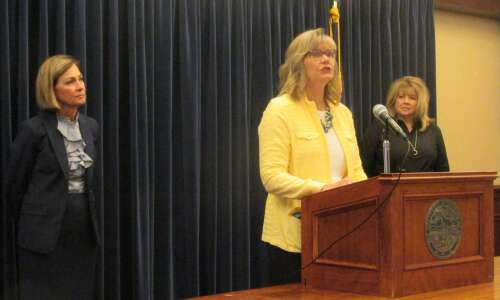 Waterloo, Council Bluffs schools to test early education projects