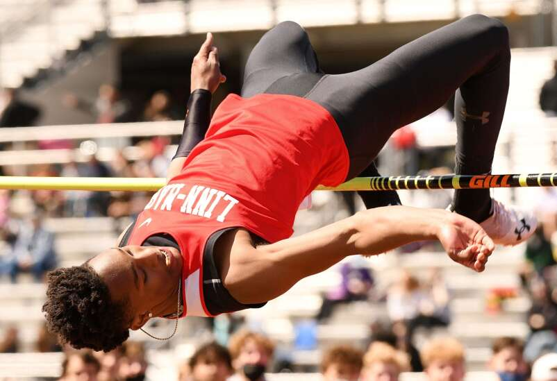 Linn-Mar's T.J. Jackson draws a crowd with record-setting high jump