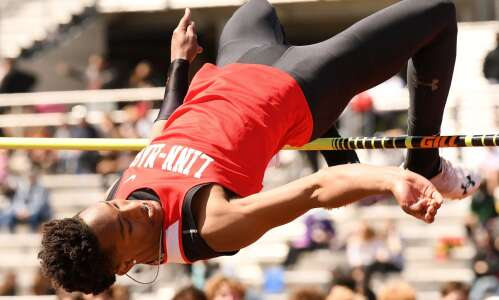Linn-Mar's T.J. Jackson draws a crowd with record-setting high jump