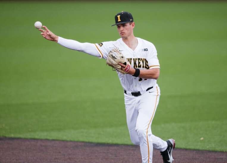 Iowa baseball drops Senior Day game, series to Illinois