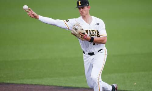 Iowa baseball drops Senior Day game, series to Illinois