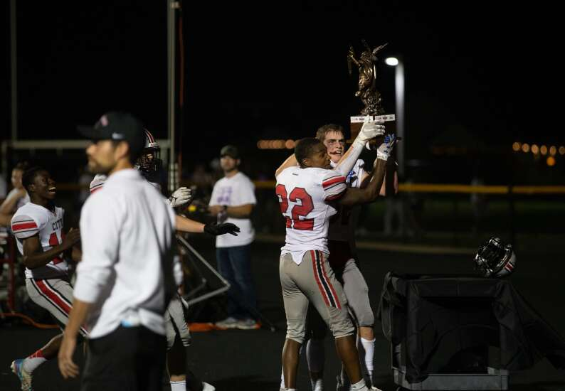 Iowa high school football roundtable: Midseason MVPs, Eastern and Central Iowa divide and more questions in 4 Downs