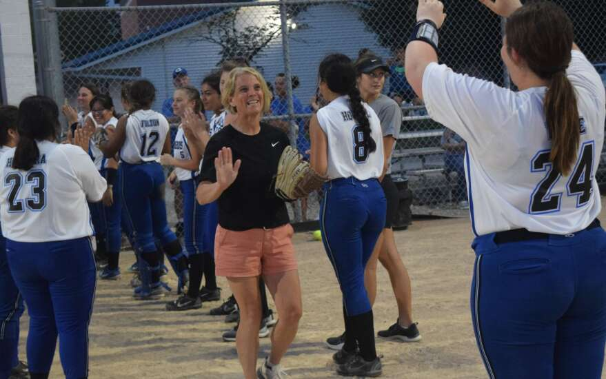 2021 team learns from 1991 Columbus state tournament softball