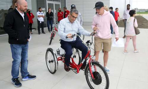 Electric tricycles free to rent for seniors in Marion