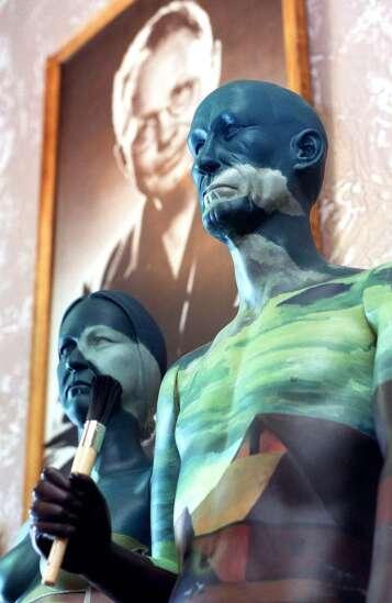 Time Machine: When 'American Gothic' statues were all over Cedar Rapids