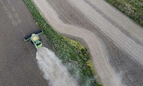 Iowa farmers expected to complete harvests despite a soggy forecast