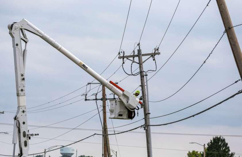 Storms, cyberattacks threats to Iowa's power grid, Gazette panel says