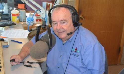 Lee Muntz retires after 32 years at Fairfield radio station
