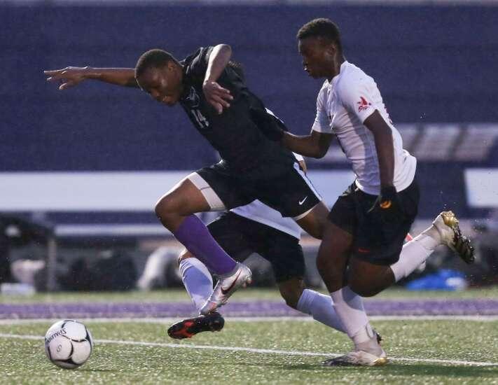 Iowa City Liberty scores dramatic upset over City High to end boys' soccer regular season
