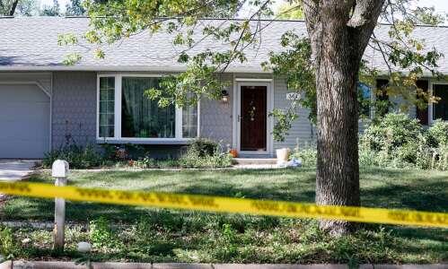 Cedar Rapids police: Teen stabbed parents to death