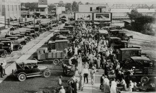 Thousands flocked to Cedar Rapids produce market in 1927