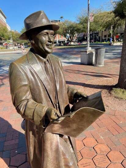 Savannah charms visitors with architecture, history and stories