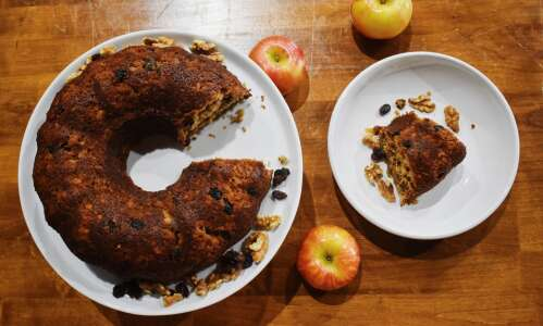 Bolo de Bruxa a cinnamon apple cake perfect for fall