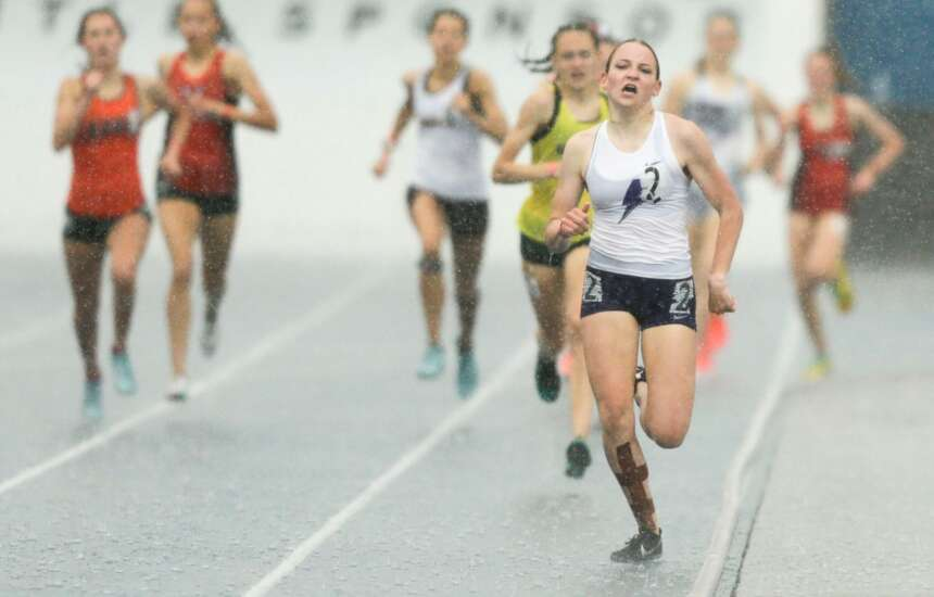 Iowa state track 4A girls' results: Soaked and triumphant, Ashlyn Keeney wins 800 and 1,500